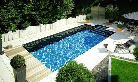 Schwimmbecken Für Den Garten by Pool Im Garten Foto Schwimmen Schwimmbad