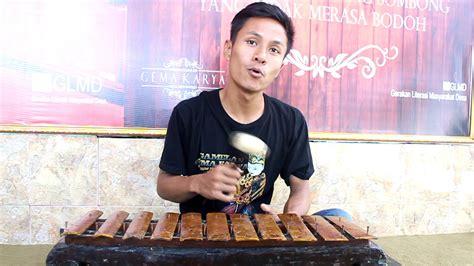 Dan tentu mempunyai banyak alat musik lainnya salah satu musik yang sering digunakan yakni alat harmonika ialah alat musik yang cara memainkannya dengan cara ditiup atau dihisap. Cara Memainkan Alat Musik Saron Adalah - Berbagai Alat