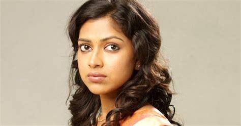 amala paul  saree latest photo stills telugu songs