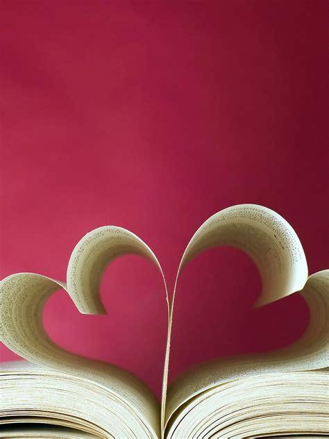 wallpaper love hearts book  love