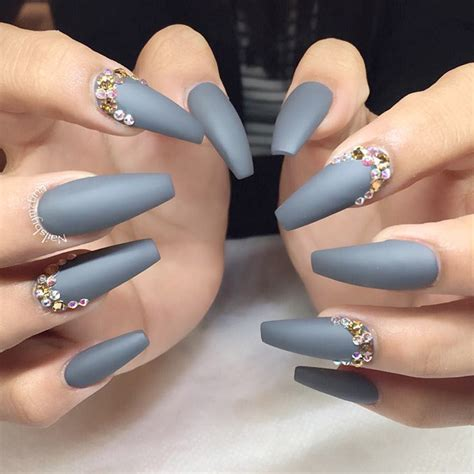 27 Grey Nails Ideas To Fall In Love With | NailDesignsJournal