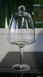 Cloche De Verre : la cloche en verre sur coupe avec pied noel ~ Teatrodelosmanantiales.com Idées de Décoration
