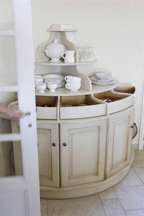 rangement couverts tiroir cuisine une cuisine exploitant toute la hauteur de la pièce