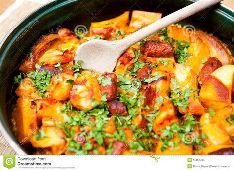 cuisine roumaine cuisine roumaine viande et pommes de terre images stock