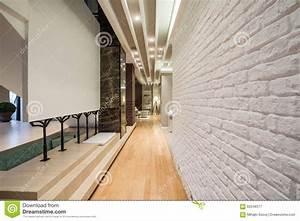Mur En Brique Intérieur : int rieur d 39 un long couloir avec le mur de briques blanc photo stock image 62248377 ~ Melissatoandfro.com Idées de Décoration