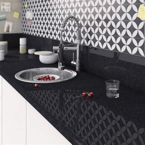 credence cuisine blanc laqué plan de travail stratifié effet marbre noir brillant l 300
