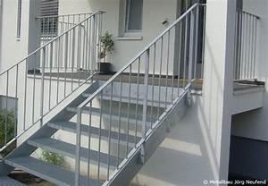 Geländer Treppe Aussen : eine au entreppe aus metall stairs railings in 2019 treppe aussentreppe und terrassen treppe ~ A.2002-acura-tl-radio.info Haus und Dekorationen