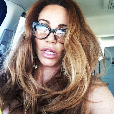 tawny kitaen weight height measurements bra size ethnicity