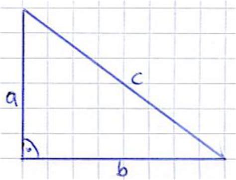 winkel im rechtwinkligen dreieck berechnen