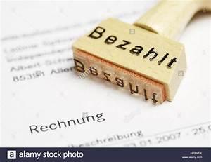 Shopping Auf Rechnung : bezahlt stempel auf rechnung stock photo 134212594 alamy ~ Themetempest.com Abrechnung