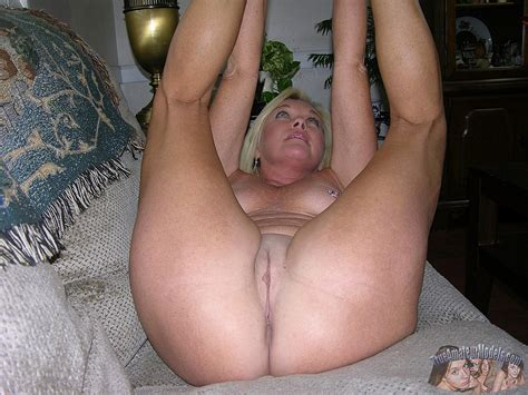 Older Blonde Mature MILF Homemade Nude Modeling Coed Cherry