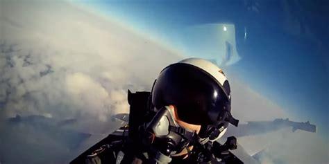 gopro accrochez vous et embarquez 224 bord d un avion de combat