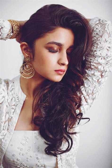 bollywood actress alia bhatt sexy pose wallpaper