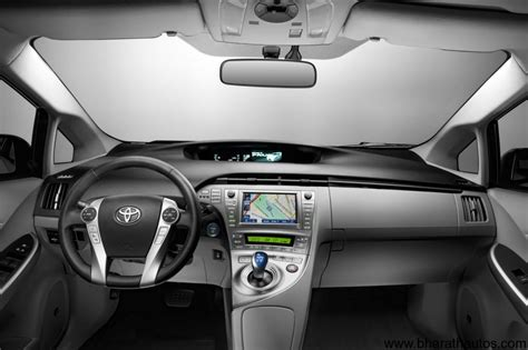 Toyota Prius 2012 Interior by 2012 Toyota Prius Scheduled To Launch At The Auto Expo