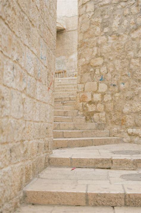 walls and steps in jerusalem entouriste