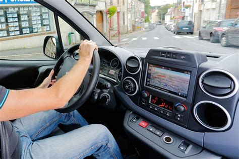 siege auto loi employe surveille par un gps en voiture dentreprise