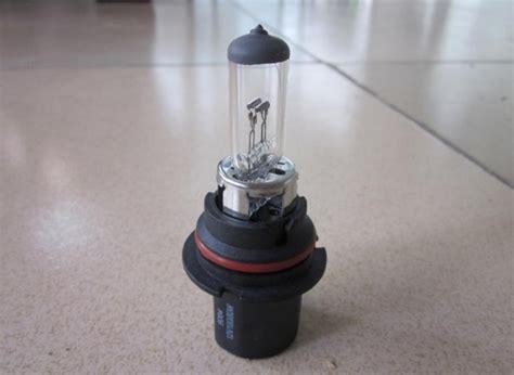 how much energy do halogen light bulbs save