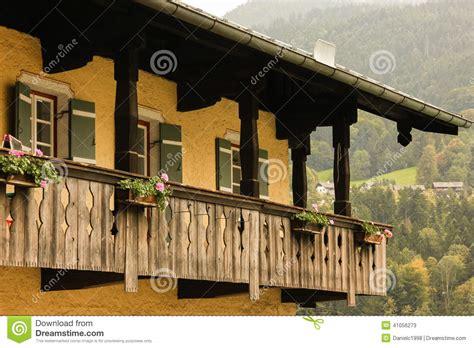 maison bavaroise typique avec le balcon en bois berchtesgaden l allemagne photo stock image