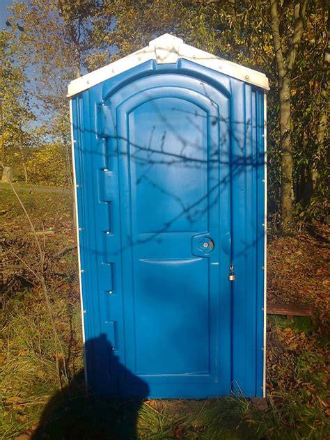 toilettensitz eckige toilette eckige toilette mit sp lkasten und integriertem waschbecken eiche