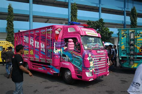 Modifikasi Truk by Modifikasi Truk Tema Vocaloid Hatsune Miku Di Kamt 2016