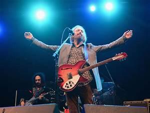 Remembering rock legend Tom Petty - CBS News