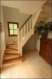 escalier peint blanc et bois mev sprl escalier en bois sur mesure finition