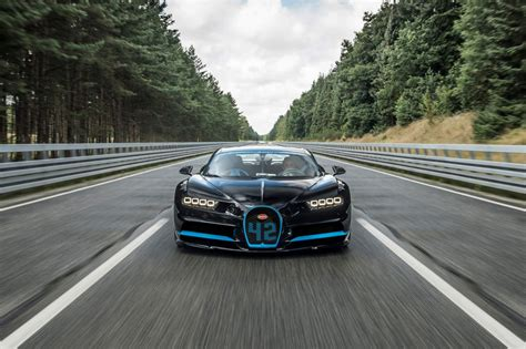 For $200,000, the tesla roadster is a ragin deal compared to the bugatti chiron. Bugatti Chiron does 0-400 km/h-0 in 41.96 seconds, sets world record