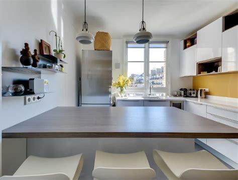 cuisine jaune moutarde cuisine moderne avec îlot en épi modèle harmonie