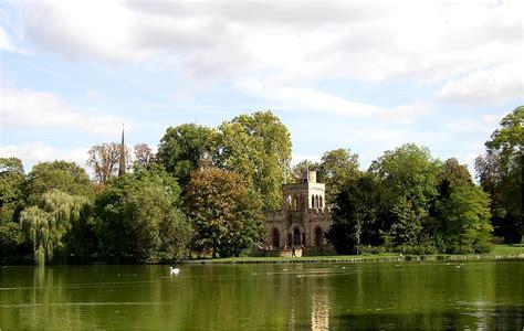 Garten Kaufen Wiesbaden Biebrich by Weiher Im Schlo 223 Park Biebrich In Wiesbaden Foto Bild