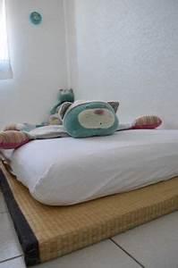 Lit Au Sol : le choix du lit au sol futon et tatami une bonne id e en 2018 int rieur pinterest salle ~ Teatrodelosmanantiales.com Idées de Décoration