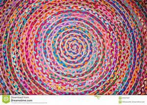 Tapis Rond Rouge : tapis rond rouge 11 id es de d coration int rieure french decor ~ Teatrodelosmanantiales.com Idées de Décoration