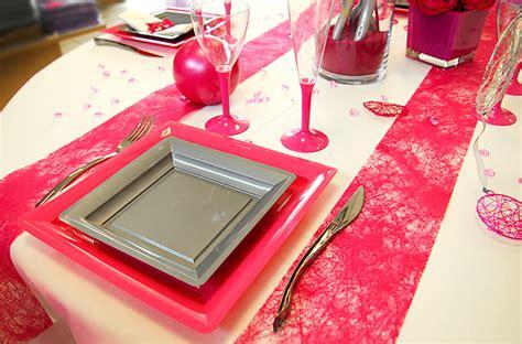 d 233 coration de table blanche et fuchsia mariage et anniversaire