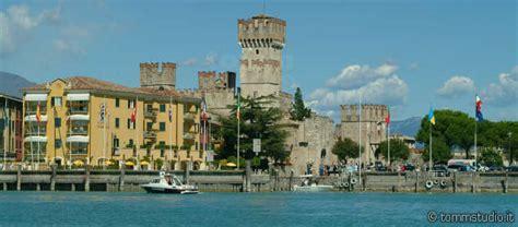 Sirmione Gardasee  Reiseführer Italien Urlaub Gardasee