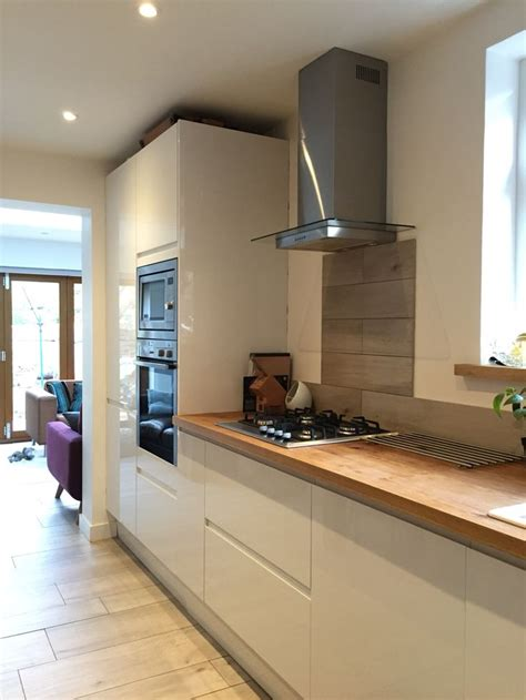 Howdens White Gloss Intergrated Kitchen With Solid Oak