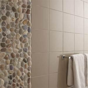 Carrelage salle de bain galet for Galet mural salle de bain
