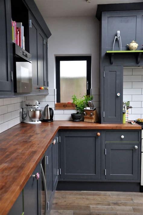 cuisine uip noir 1001 idées cuisine noir mat et bois élégance et sobriété