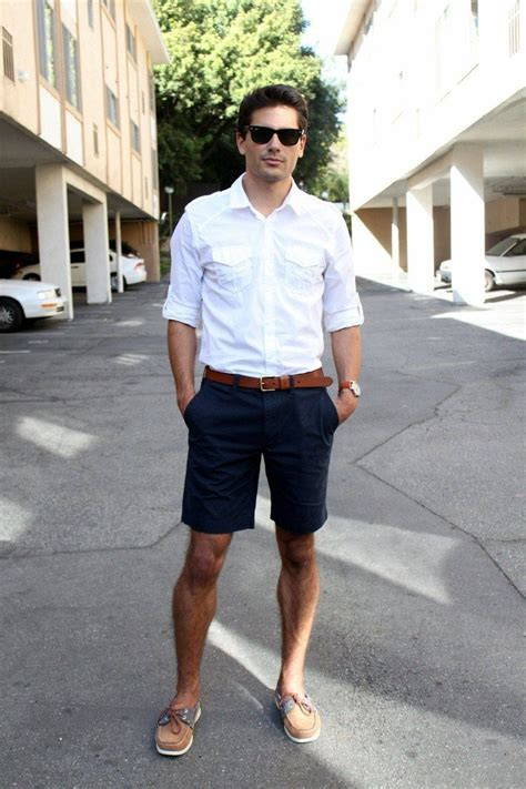 Picture Of stylish and light men summer work outfits 8