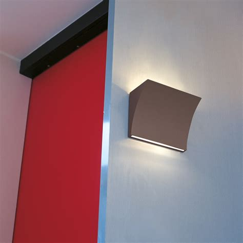 pochette led up down wall l by flos