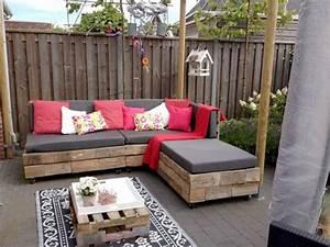 Canapé Jardin Bois : faire un salon de jardin en palette deco cool ~ Teatrodelosmanantiales.com Idées de Décoration