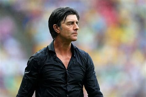 Joachim löw ist ein trainer, der gern das bild mit den großen linien lag joachim löw zuletzt daneben. Joachim Loew criticized for keeping Schweinsteiger on the ...