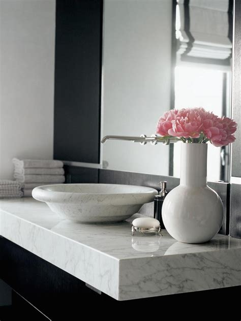 perfect marble bathrooms  black fixtures