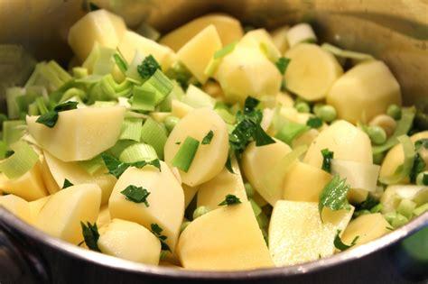 cuisiner des poireaux purée de pommes de terre poireaux et petits pois pour