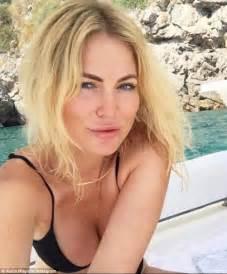 actress jennifer cody osher gunsberg confirmed to host bachelor in paradise
