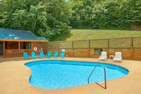 tennessee cabins with pools swimming pool cabins in downtown pigeon forge tennessee