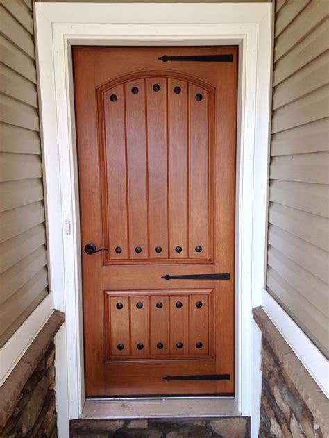 love  rustic front door  iron clavos  hinge