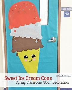 Easy Classroom Door Idea for Spring - onecreativemommy com