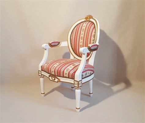 fauteuil medaillon louis xvi fauteuil louis xvi ruban m 233 daillon enfant les beaux si 232 ges de