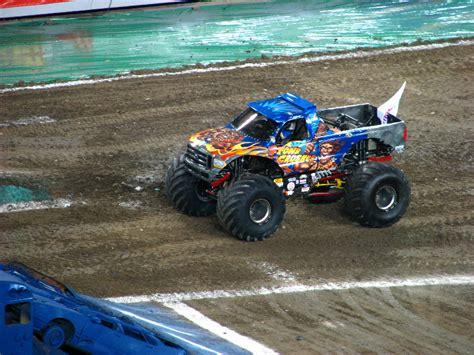 monster truck show south florida monster jam raymond james stadium ta fl 011