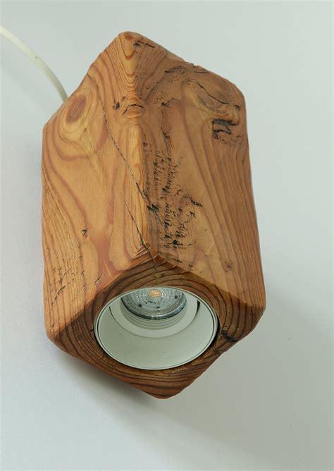 up and strahler up and strahler wandleuchte aus antikem massivholz