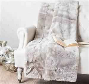Plaid Pour Fauteuil : fauteuil cocooning avec plaid fourrure maison du monde ~ Teatrodelosmanantiales.com Idées de Décoration